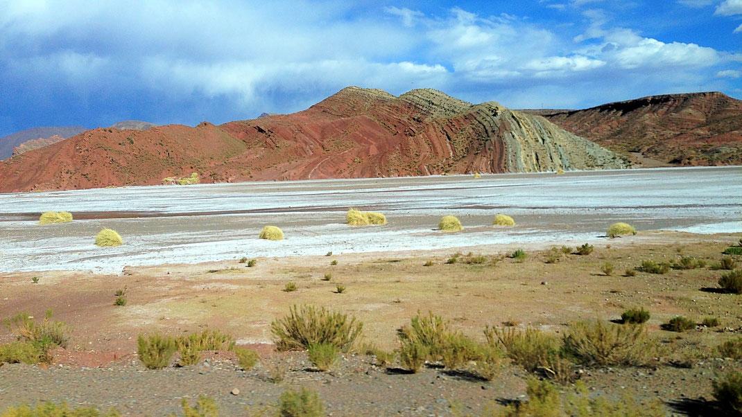 Großartige Berglandschaft auch zwischen Uyuni und Potosí, Bolivien (Foto Jörg Schwarz)