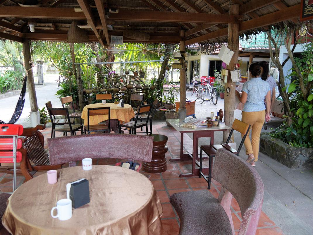 Unser alltäglicher Meeting- und Speiseraum, Meas Homestay, bei Takeo, Kambodscha (Foto Jörg Schwarz)
