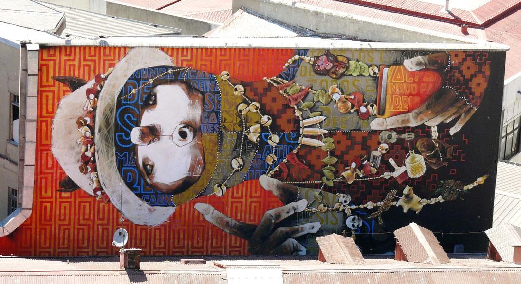 Die bemalten Häuserfronten des weltweit anerkannten Künstlers INTI sind bemerkenswerte Beispiele der Streetart Valparaisos (Foto Jörg Schwarz)
