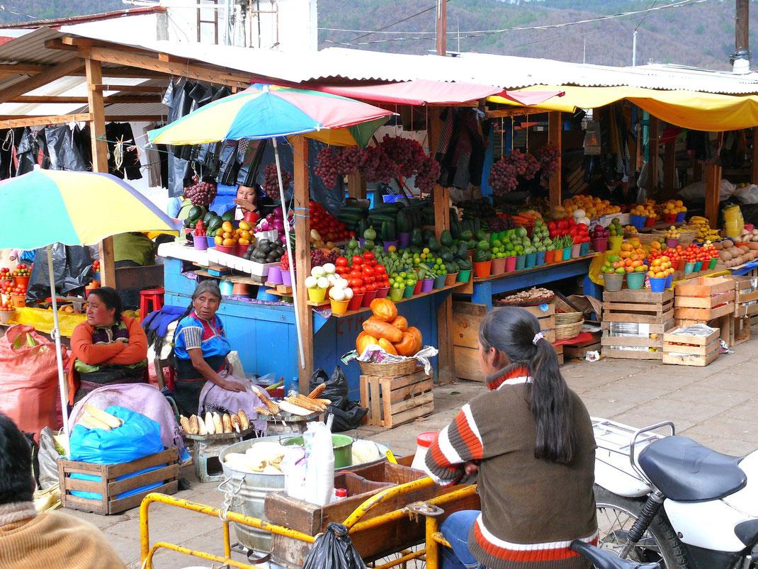 Der bunte Markt in San Christóbal  (Foto Jörg Schwarz)