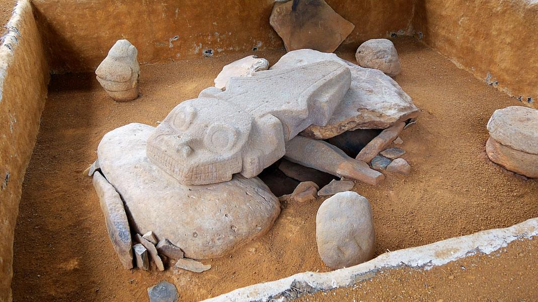 Ein Krokodil? So fanden Archäologen eines der Gräber unterhalb der Erde... San Augustín, Kolumbien (Foto Jörg Schwarz)