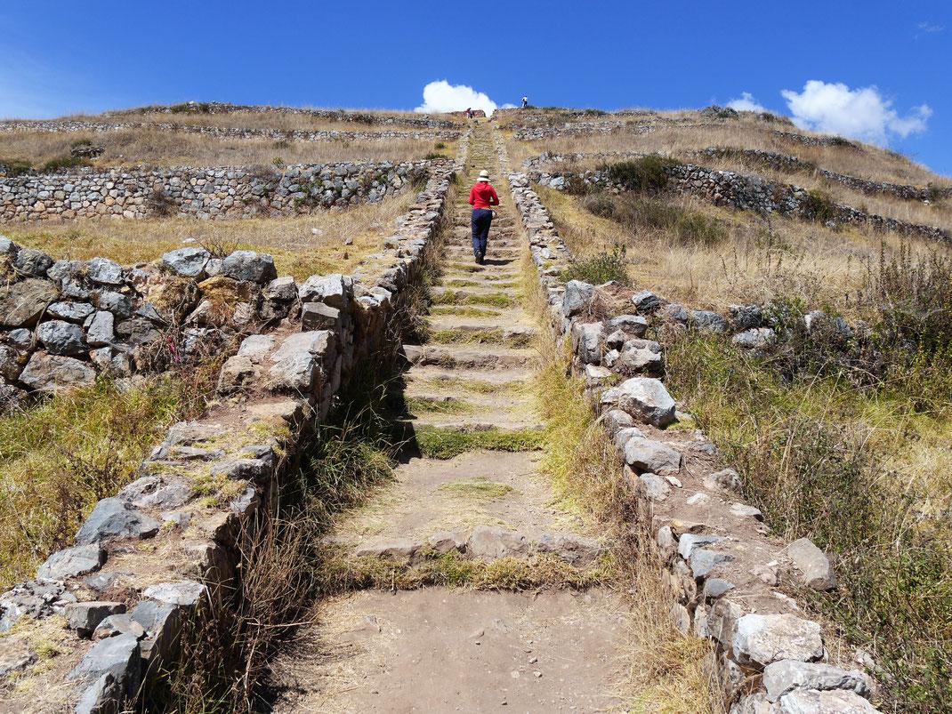 Wie viele Stufen es auch sein mögen: In der Höhe anstrengend! Sondor, Andahuaylas, Peru (Foto Jörg Schwarz)