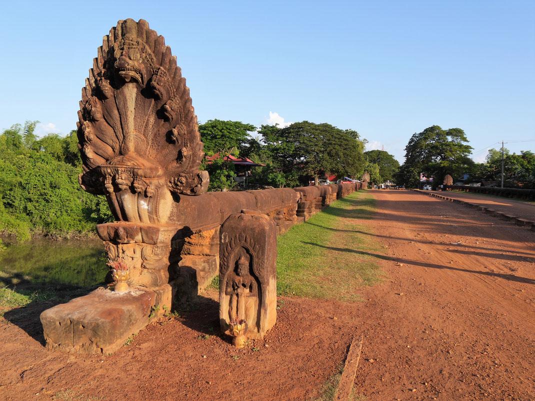Uralte, weiterhin funktionsfähige Khmerbrücken... Bei Kompong Thom, Kambodscha (Foto Jörg Schwarz)