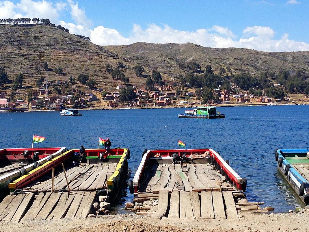 Verschiffung unseres Busses am Titicacasee, Tiquina, Bolivien (Foto Jörg Schwarz)