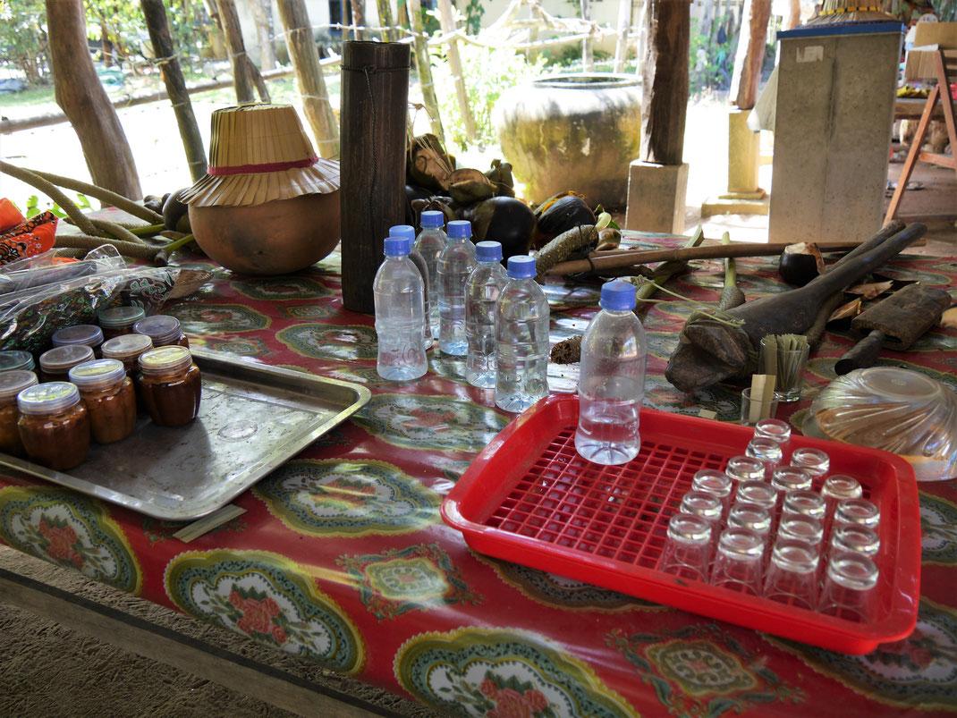 Nur einige der Produkte, die aus der Palmyrapalme gewonnen werden... Kompong Chhnang, Kambodscha (Foto Jörg Schwarz)