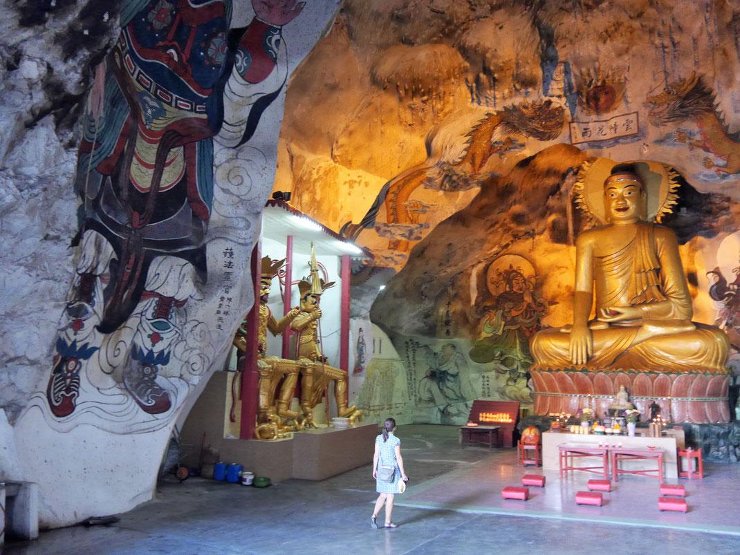 In der Haupthalle des Gua Perak Tong Höhlentempels, Ipoh, Malaysia (Foto Jörg Schwarz)