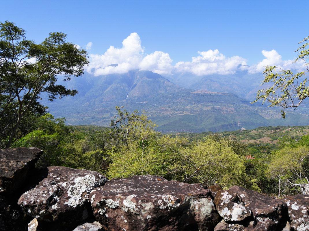 Wundervolle Ausblicke in die umliegenden Berge und Täler, Barichara, Kolumbien (Foto Jörg Schwarz)