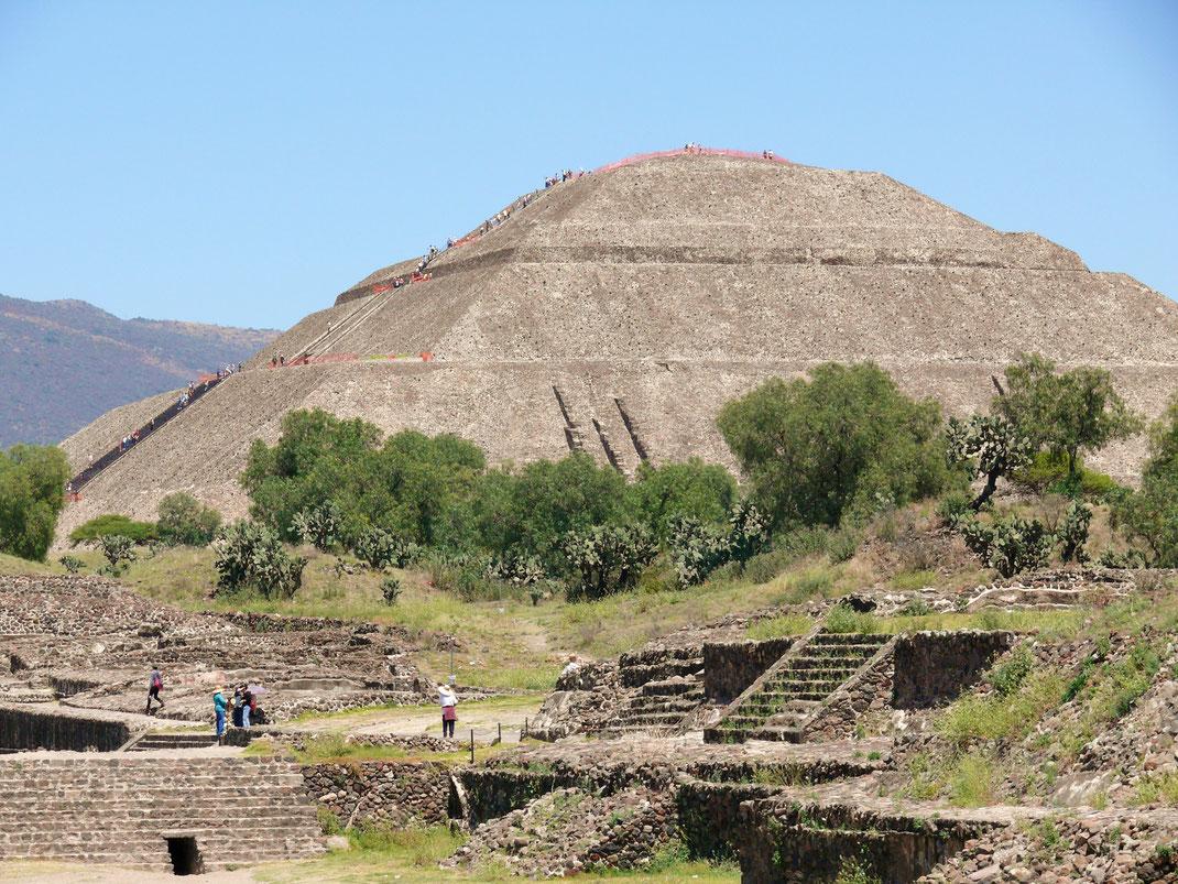 Die drittgrößte Pyramide der Welt: Die Sonnenpyramide (Foto Jörg Schwarz)
