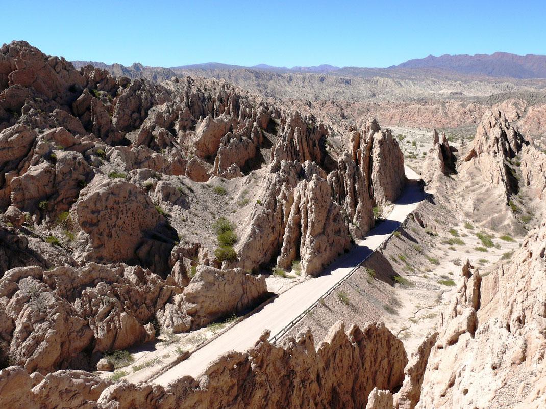 Die Valles Chalchaqui (oben) und die Quebrade de las Flechas (Fotos Jörg Schwarz)
