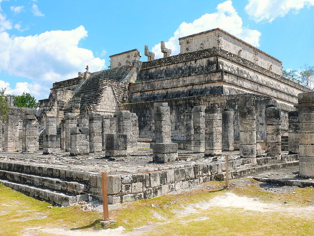 Leider für Besucher nicht mehr zugänglich: Der Templo de los Guerreros - Kriegertempel - mit Zugang zu Chac-Mool-Figuren (Foto Jörg Schwarz)