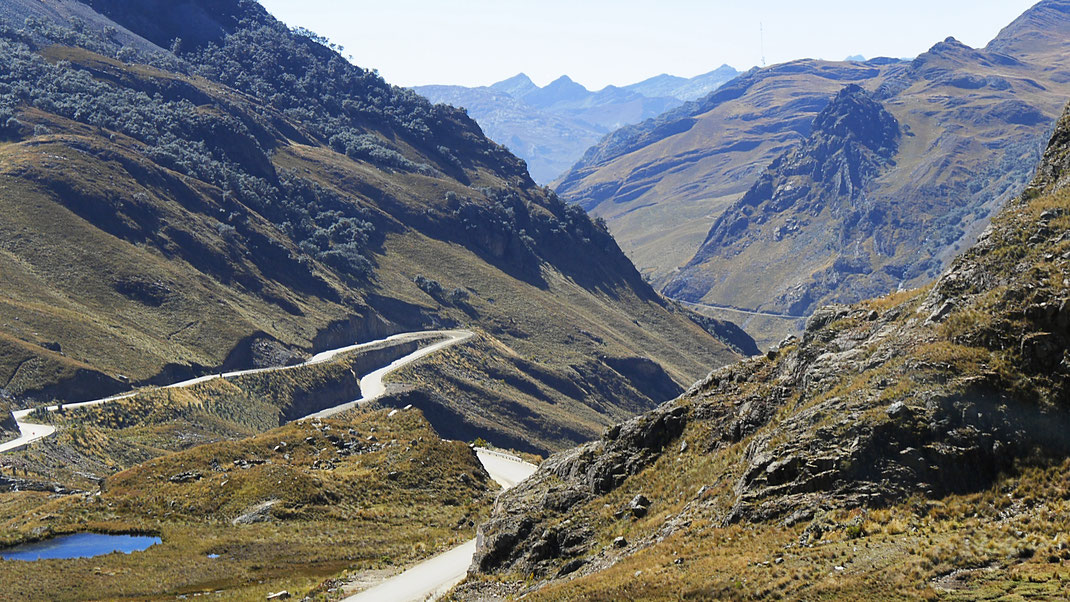 Blick hinunter, Tunel De Kahuish (4.516 m) , Cordillera Blanca, Peru (Foto Jörg Schwarz)