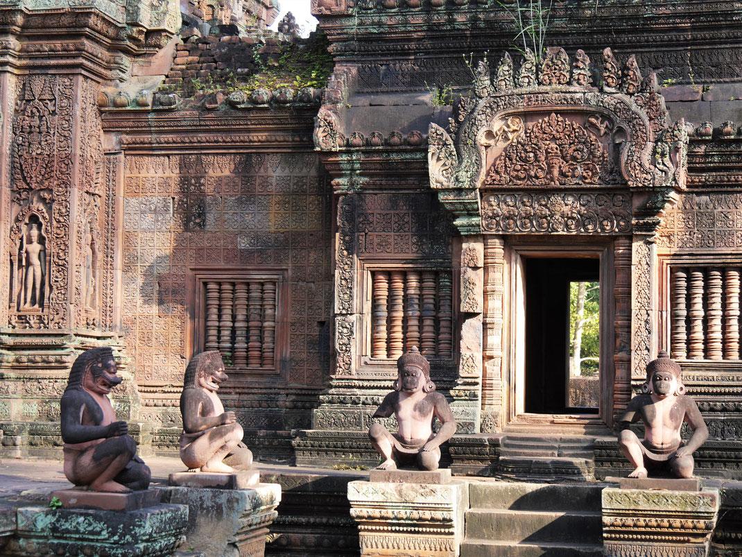 Das Gesamtensemble in diesem Tempelbezirk ist bezaubernd... Banteay Srei, Kambodscha (Foto Jörg Schwarz)