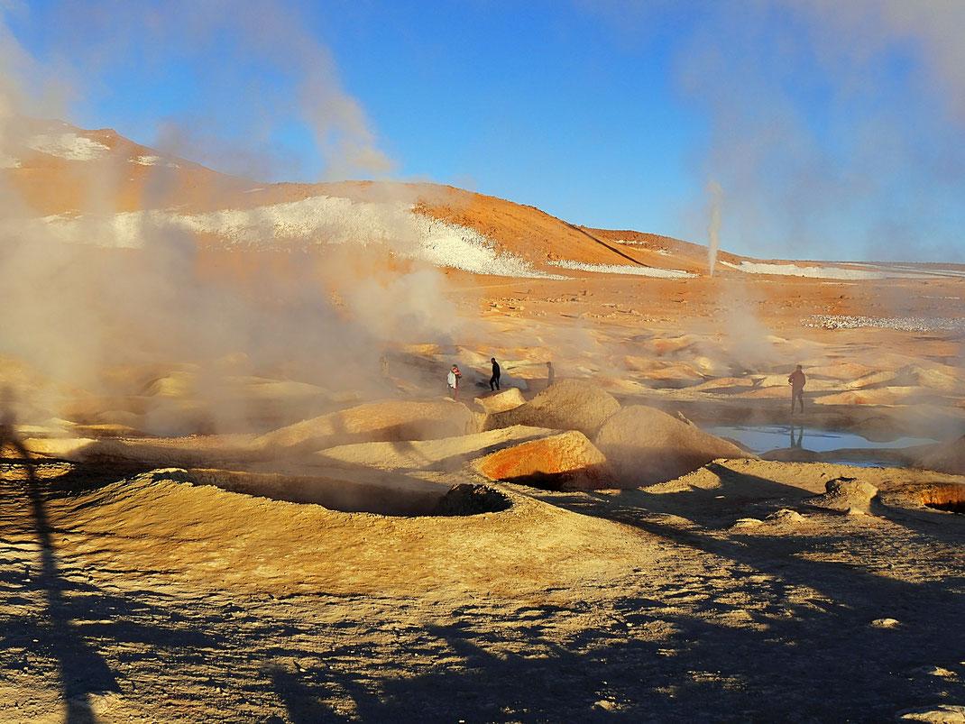 Je heller es wird, desto unspektakulärer wirken die Geysire, Reserva de Fauna Andina, Bolivien (Foto Jörg Schwarz)