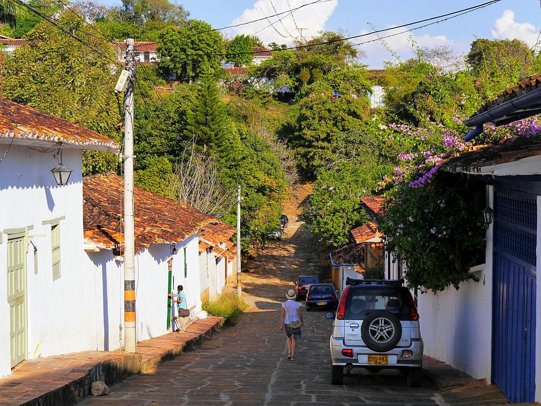 Was für eine Szenerie an allen Ecken der Stadt - hier mal am östlichen Ende, Barichara, Kolumbien (Foto Jörg Schwarz)