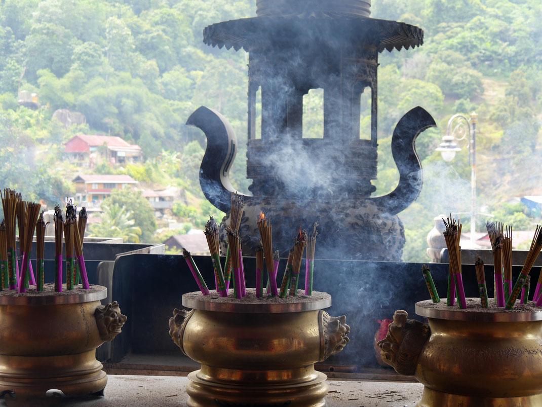 Atmosphäre pur in Malaysias größtem Buddha-Tempelkomplex, Penang, Malaysia (Foto Jörg Schwarz)
