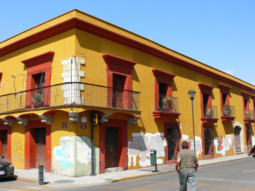 Das denkmalgeschützte Architekturensemble Oaxacas verwöhnt das Auge  (Foto Jörg Schwarz)