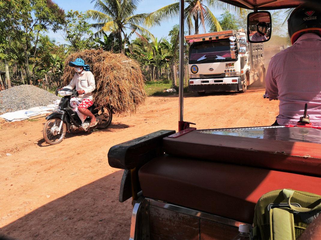 Mit dem Tuk Tuc mitten hinein in das Landleben bei Kampot... Kambodscha (Foto Jörg Schwarz)