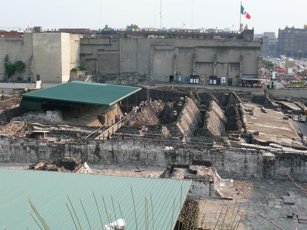 Mitten in der Stadt wurde der Templo Mayor - Zentrum der ehemaligen Aztekenhochburg Tenochtitlán und Keimzelle Mexico Cities - wieder ausgegraben (Foto Jörg Schwarz)