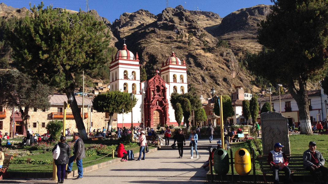 Die Kathedrale von Huancavelica, Peru (Foto Jörg Schwarz)