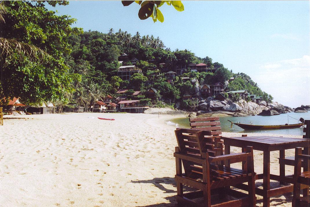 Alles was das Thailandfeeling ausmacht - ein Strand, einfache Hütten, gutes Essen und relaxte Athmosphäre (Foto Jörg Schwarz)