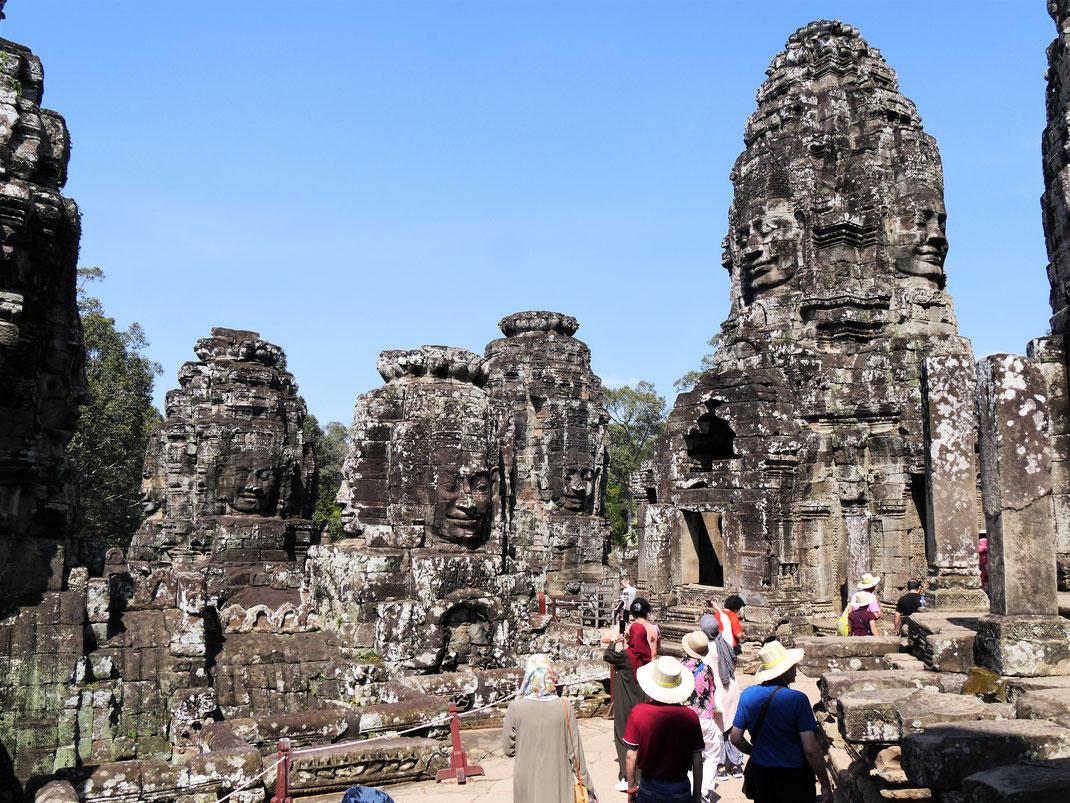 Man weiß gar nicht, wohin man zuerst schauen soll... Bayon, Kambodscha (Foto Jörg Schwarz)