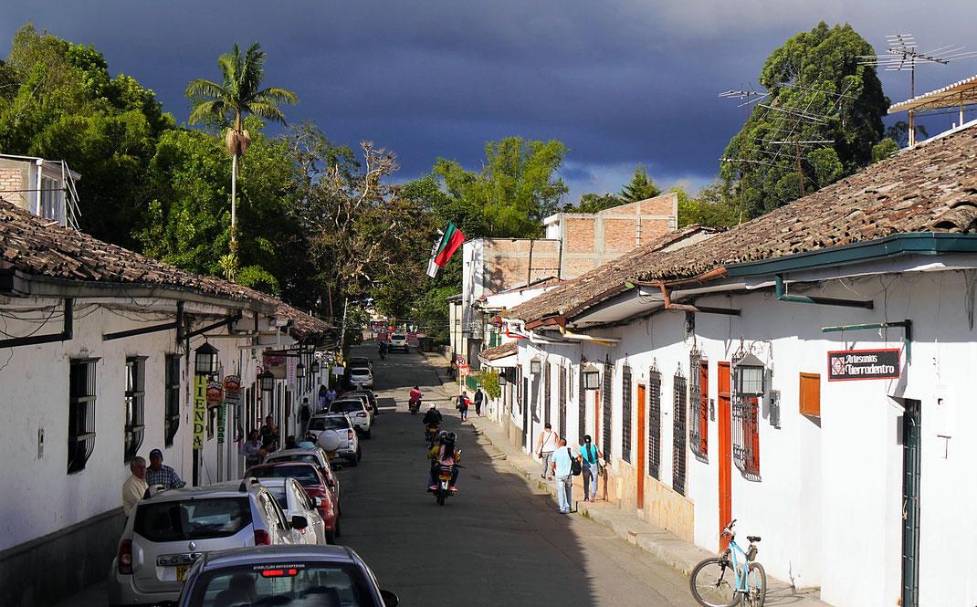 Das schöne Popayán, die Wolke zieht vorbei... Popayán, Kolumbien (Foto Jörg Schwarz)