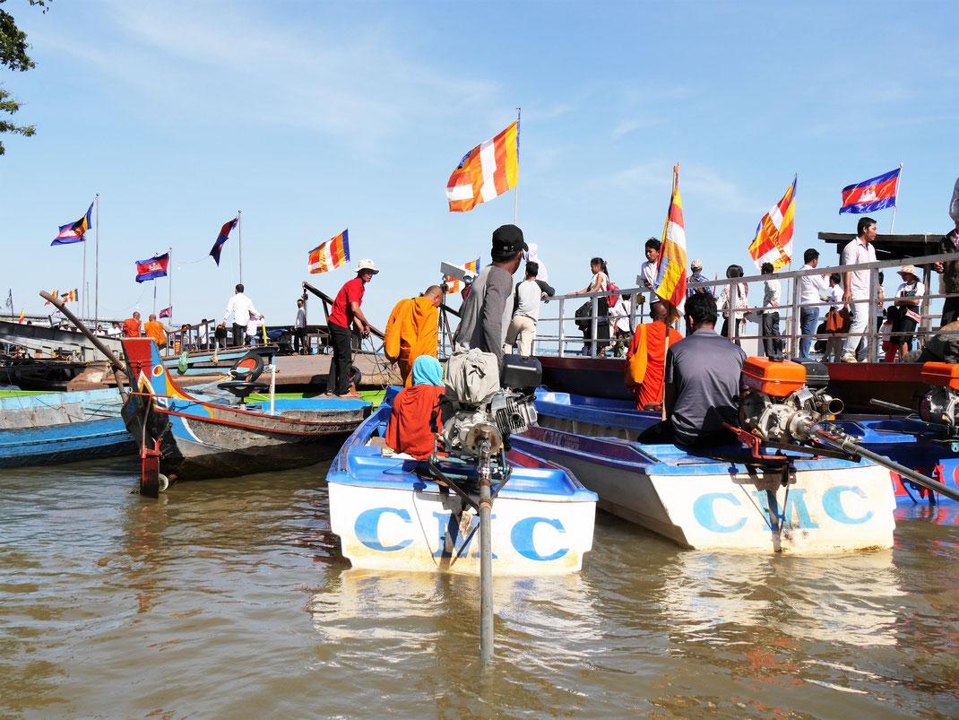 Am Bootsanleger in Kompong Chhnang, Kambodscha (Foto Jörg Schwarz)