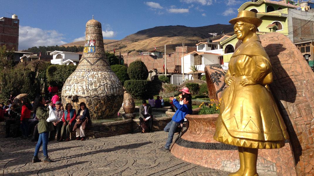 Innerstädtische Performance in Huancayo, Peru (Foto Magdalena Bosak)