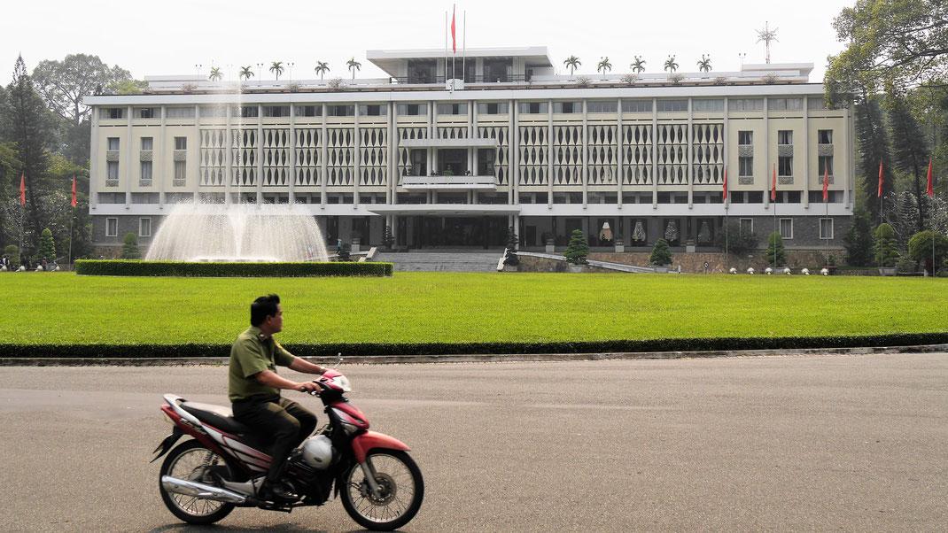 Der Wiedervereinigungspalast im Herzen der Stadt, Ho-Chi-Minh-Stadt, Vietnam (Foto Jörg Schwarz)
