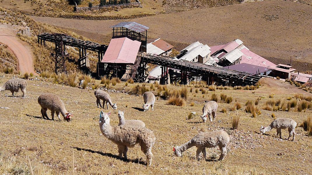 Der alte Verladebahnhof an der Mina de Santa Barbara, Huancavelica, Peru (Foto Jörg Schwarz)