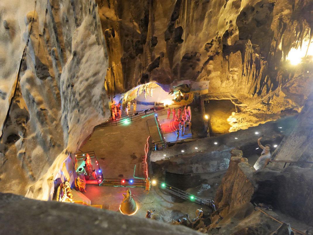 Von oben wirkt die Höhle natürlicher... Kuala Lumpur, Malaysia (Foto Jörg Schwarz)