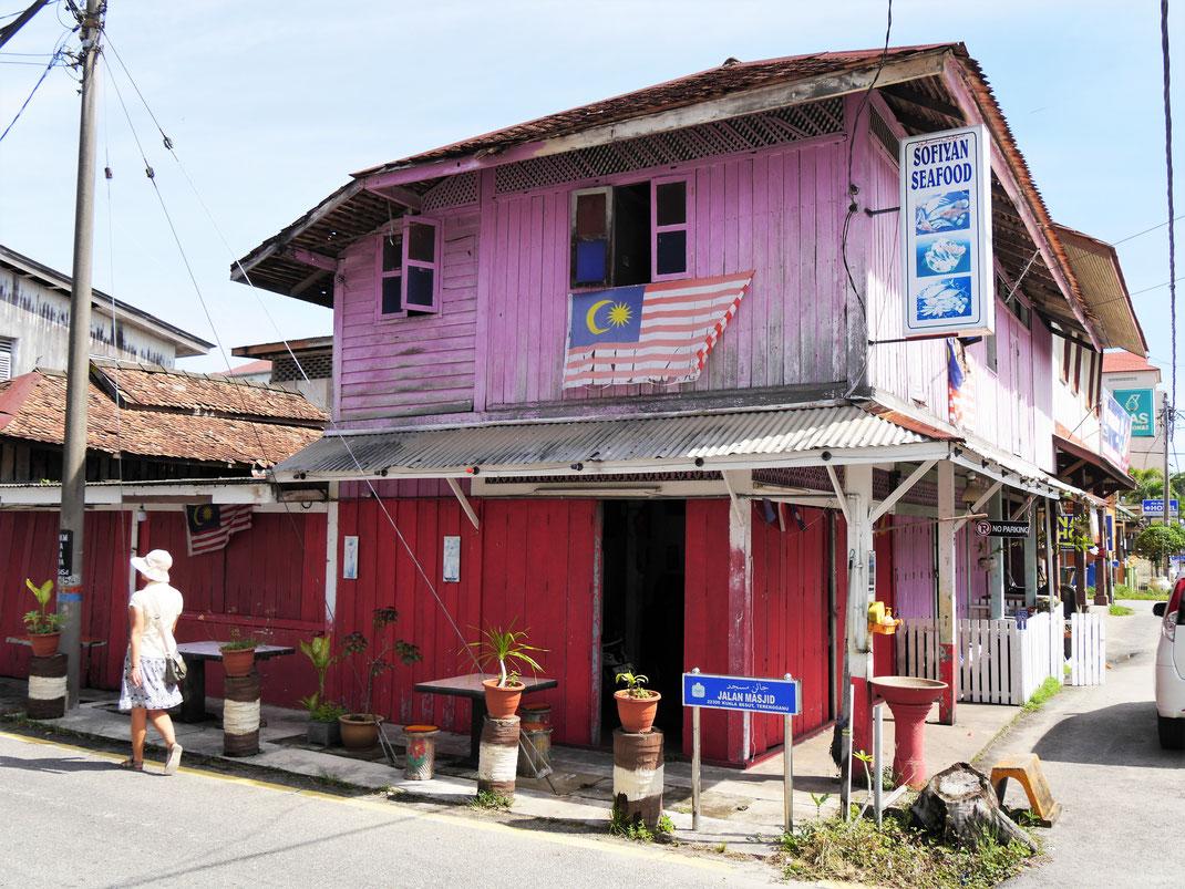 Man sieht noch überall im Ort die typischen hölzernen Häuser, Kuala Besut, Malaysia (Foto Jörg Schwarz)