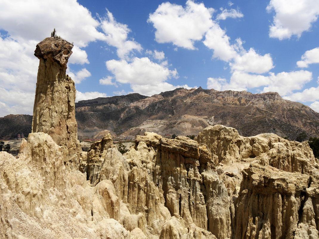 Erodierendes Sandgestein formt immer wieder neue Kunstwerke... Bei La Paz, Bolivien (Foto Jörg Schwarz)
