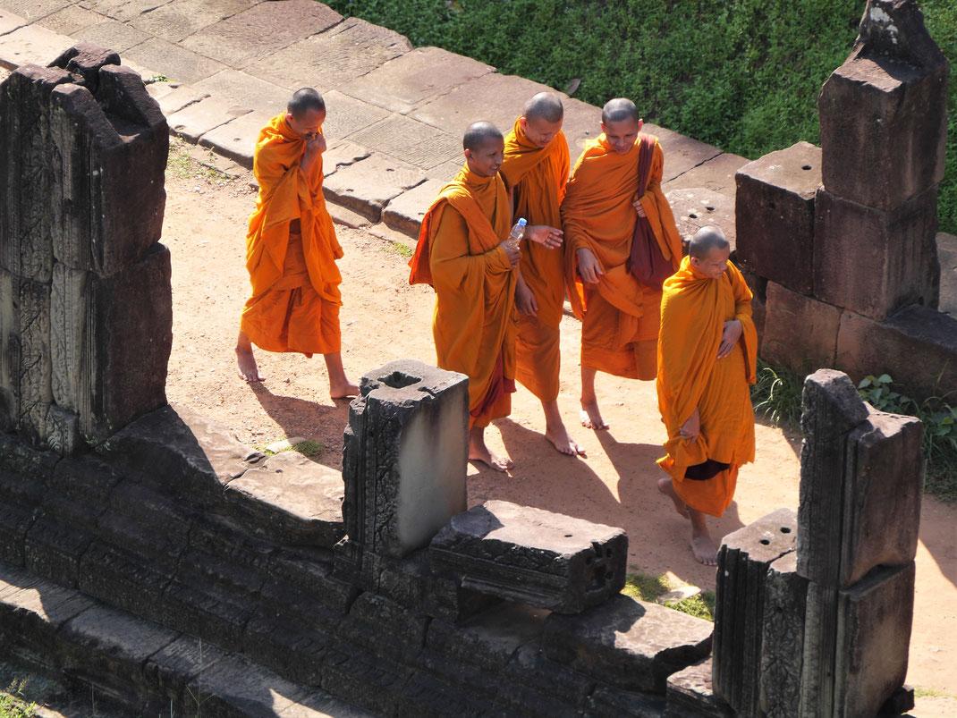 Auch Mönche besuchen die alten Gemäuer gern, Baphuon, Kambodscha (Foto Jörg Schwarz)