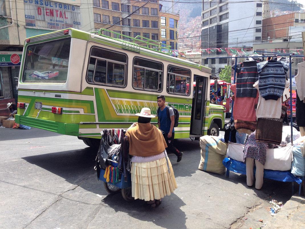 Der Straßenmarkt rund um den Mercado de ropa, La Paz, Bolivien (Foto Jörg Schwarz)