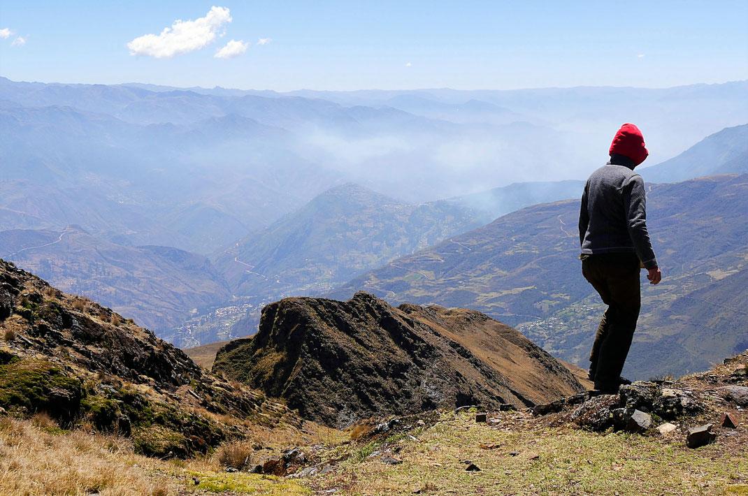 Da unten ist die Stadt - Rückweg! Sorata, Bolivien (Foto Jörg Schwarz)