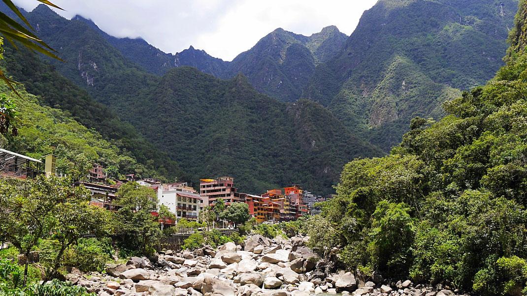 Traumhafte Insellage: Aguas Caliente, Aguas Caliente, Peru (Foto Jörg Schwarz)