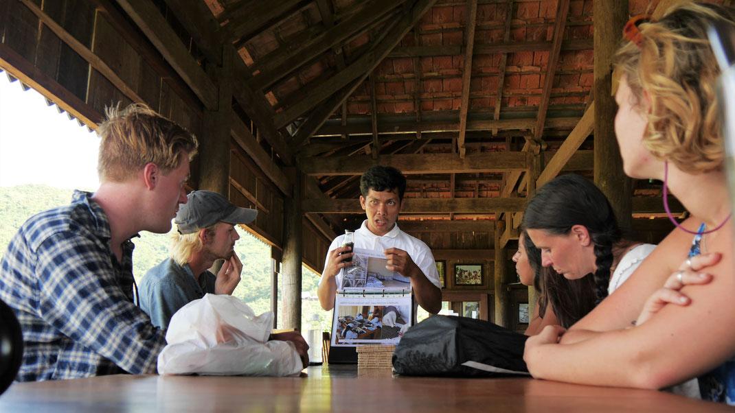 Theorie des Pfefferanbaus... Region Kampot/Kep, Kambodscha (Foto Jörg Schwarz)