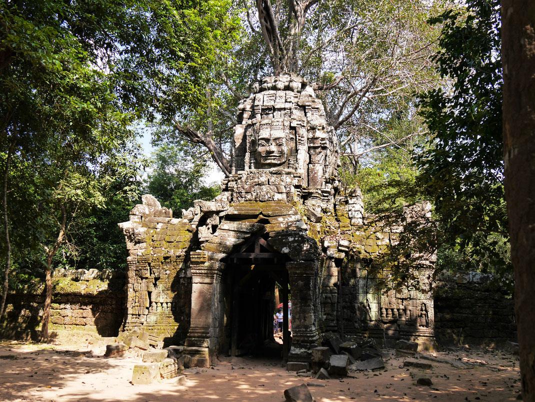 Einer der zwei Gopurams mit dem viergesichtigen Dach... Ta Som, Kambodscha  (Foto Jörg Schwarz)