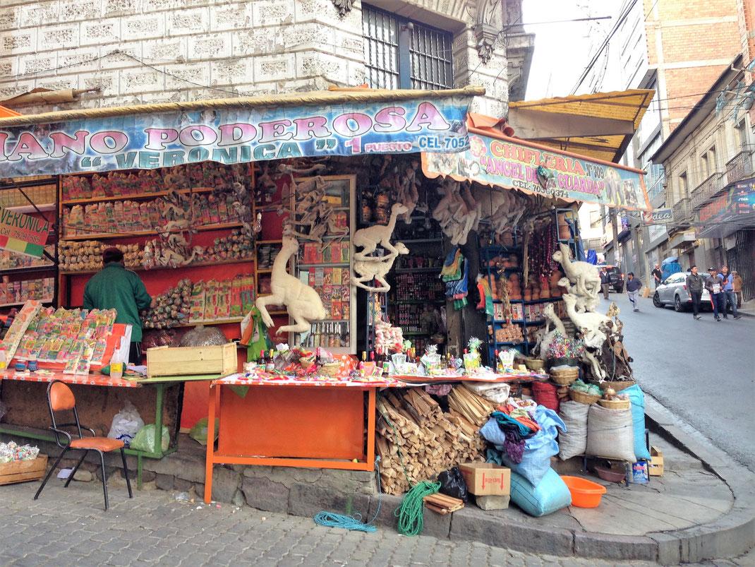Alles hier ist für magische Rituale und die Beeinflussung des Schicksals ausgerichtet... La Paz, Bolivien (Foto Jörg Schwarz)