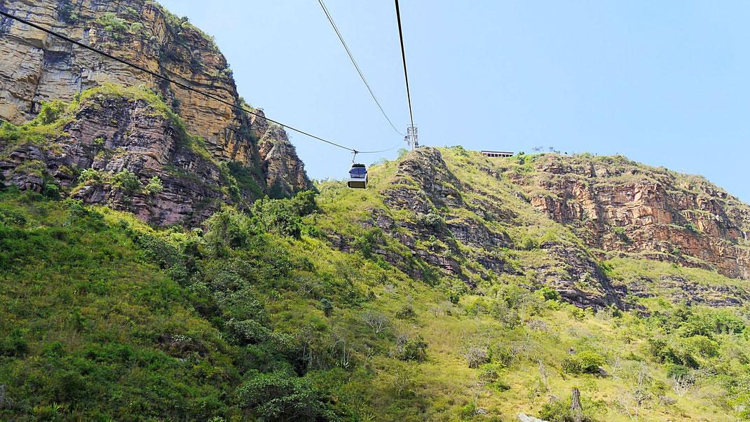 An dieser Stelle führt eine - hier unsichtbare - Treppe in die Tiefe, Aratoca, Kolumbien (Foto Jörg Schwarz)