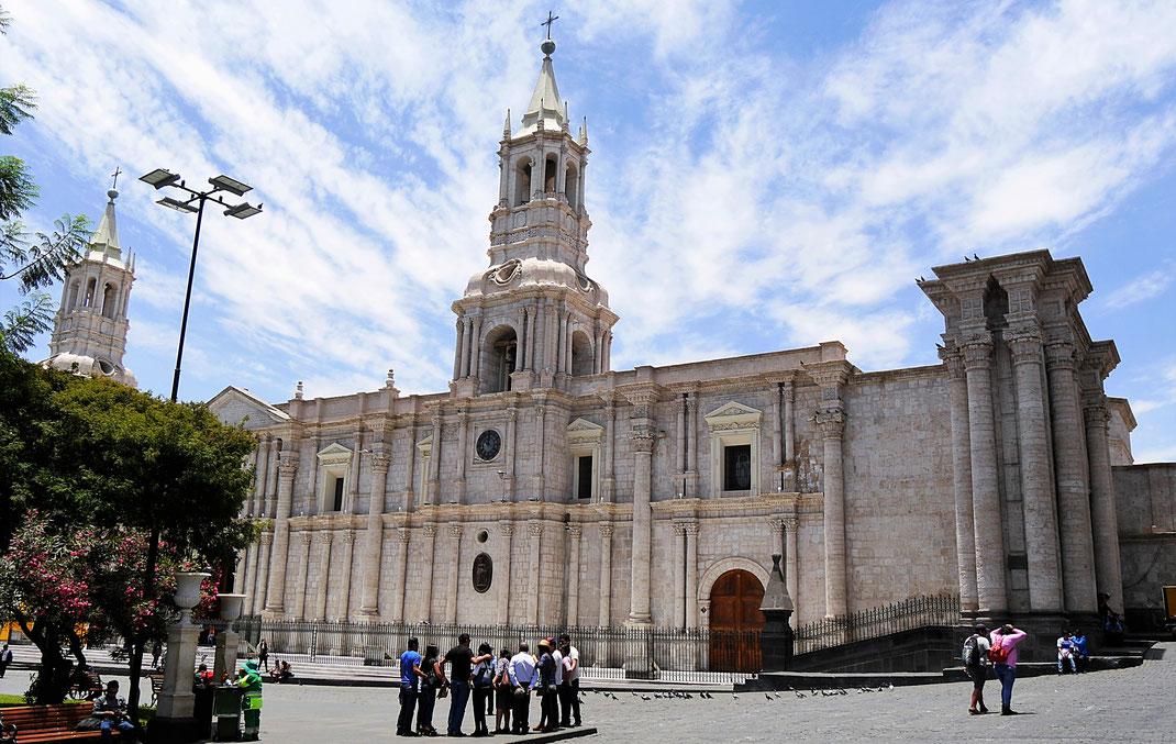 Nur eine Seite der riesigen Kathedrale... Arequipa, Peru (Foto Jörg Schwarz)