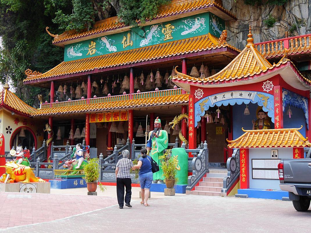 Noch zusätzlich interessant und mitzubesuchen (allerdings weniger für seine Höhlen berühmt) ist der Ling Sen Tong Tempel, Ipoh, Malaysia (Foto Jörg Schwarz)