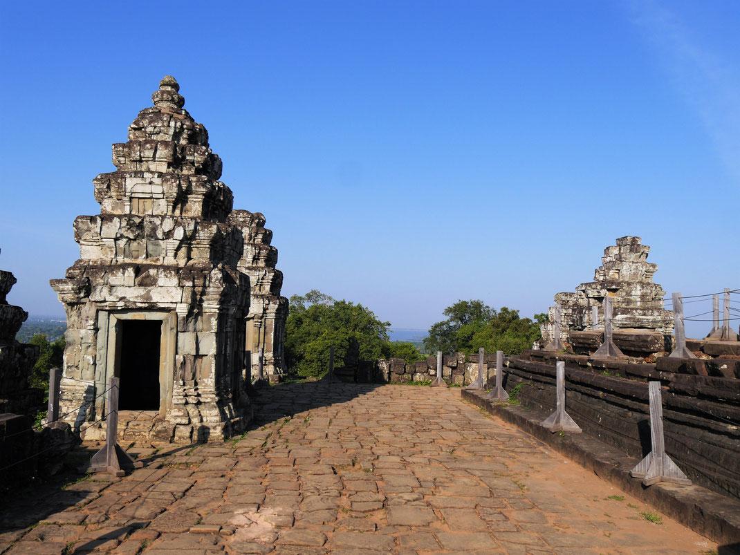 Frühmorgens ist es hier noch angenehm... Phnom Bakheng, Kambodscha (Foto Jörg Schwarz)