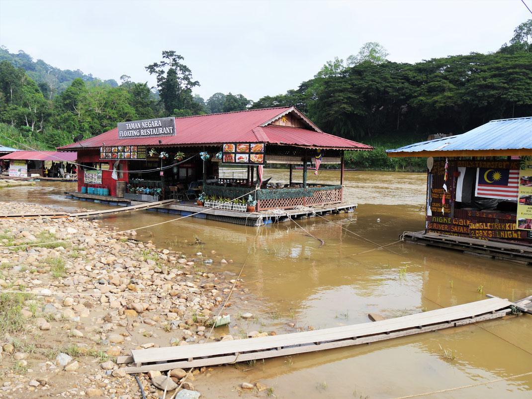 Floating Restaurants auf dem Tembelingfluss, Taman Negara, Malaysia (Foto Jörg Schwarz)