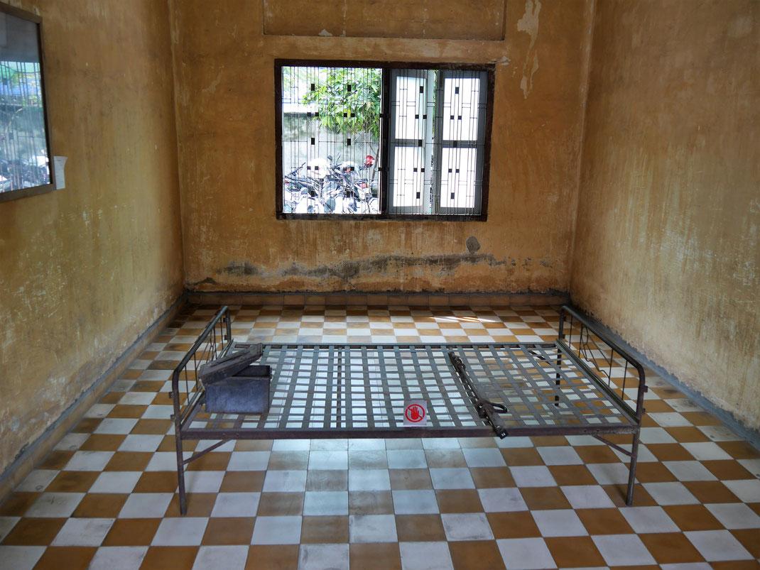 Der eigentliche Foltertrakt: Hier fanden die Vietnamesen nach dem Einmarsch in Phnom Penh eine stark geschundene Leiche - das Foto davon hängt links an der Wand! Phnom Penh, Kambodscha (Foto Jörg Schwarz)