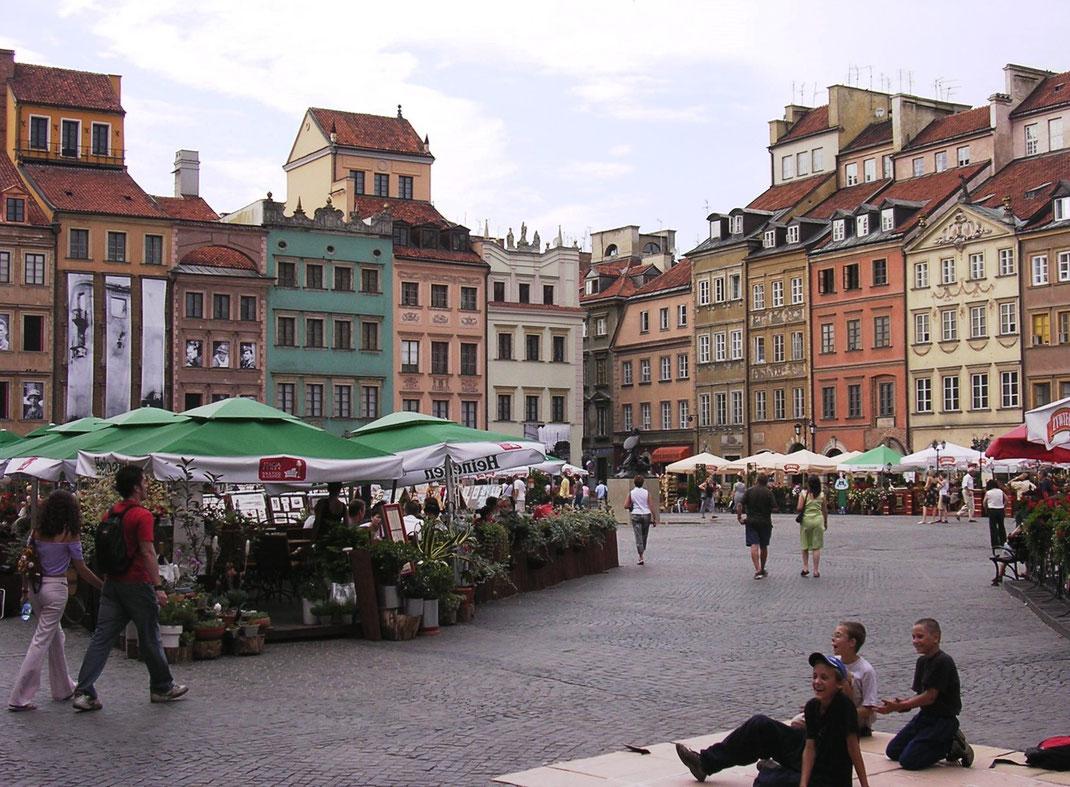 Der Altstadtmarkt in historischer Pracht braucht keine italienische Piazza zu scheuen (Foto Jörg Schwarz)