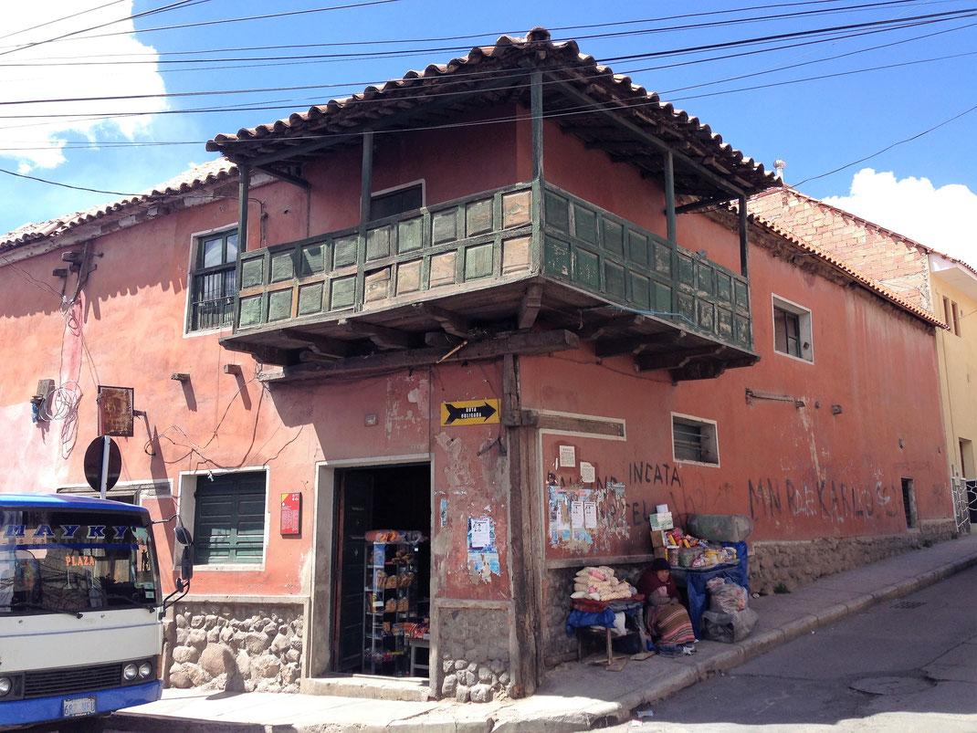 Lieber Gott, befreie die Menschen von Armut, aber lass die Moderne noch eine Zeit lang an Potosí vorbeiziehen... Potosí, Bolivien (Foto Jörg Schwarz)