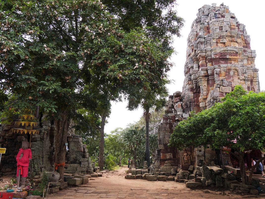 Die recht gut erhaltenen Tempeltürme am Wat Banan, bei Battambang, Kambodscha (Foto Jörg Schwarz)