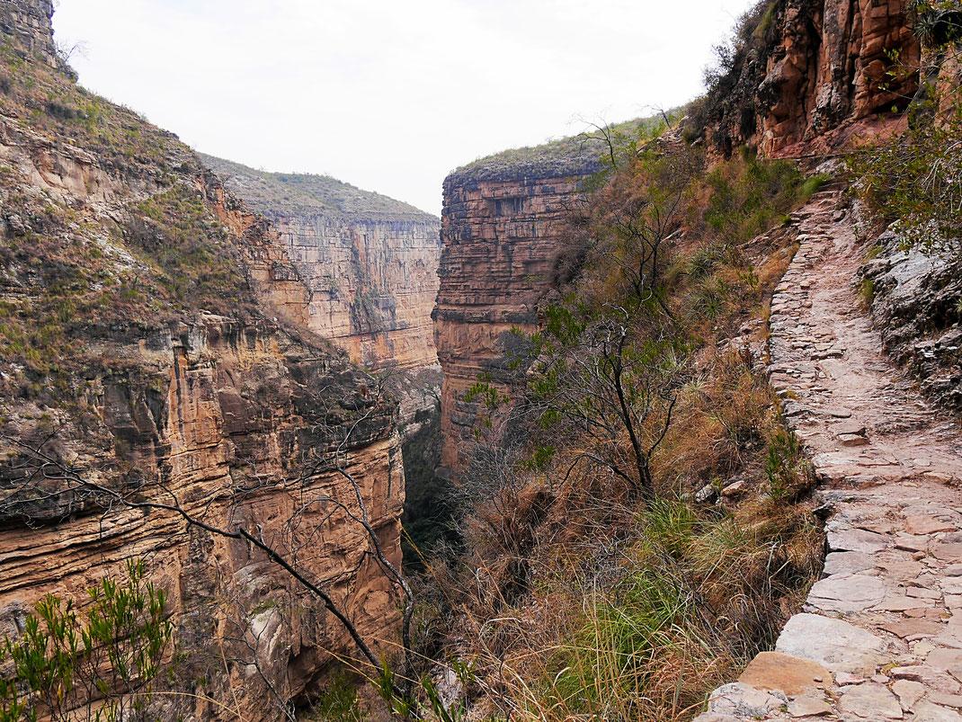 Ein guter, aber schwindelerregender Trail, Toro Toro, Bolivien (Foto Jörg Schwarz)